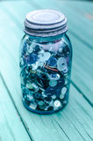 Mason Jar Filled com botões Fotografia de Stock Royalty Free