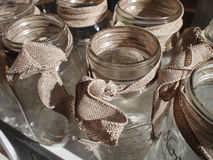 Mason Jars With Burlap Bows fotografia stock libera da diritti