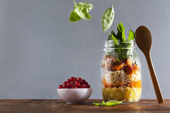 Mason jars with hot Salad: Chickpeas, arrots, quinoa, roasted Pu stock photography