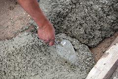Mason preparing cement Royalty Free Stock Photos