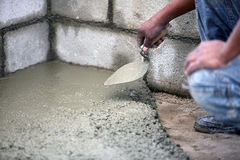 Mason preparing cement Royalty Free Stock Images