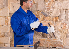 Masonry mason stonecutter man with hammer working Stock Photography