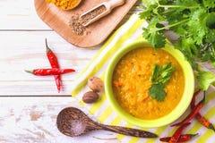 Masoor dal - indisk linskrämsoppa Curry Hyderabadi Khatti arkivbilder