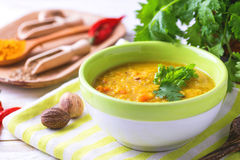 Masoor dal - sopa india de la crema de la lenteja Curry Hyderabadi Khatti fotografía de archivo