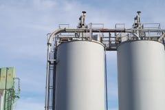 Masowego magazynu kontaminaci biali przemysłowi silosy Obraz Royalty Free