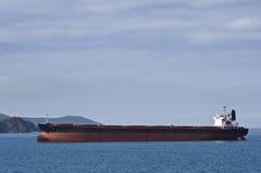 Masowy przewoźnik Ricstar rusza się w port Nakhodka Zatoka Wschodni (Japonia) morze 17 05 2014 Obrazy Royalty Free