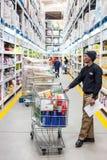 Masowy zakupu supermarket w Południowa Afryka obrazy stock
