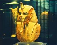 Masque égyptien d'or de musée Photographie stock libre de droits