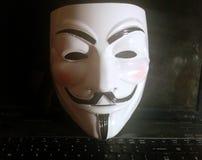 Masque anonyme sur l'ordinateur images stock