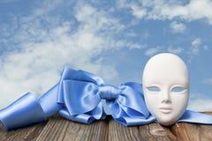 Masque avec un arc Photos stock