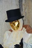 Masque d'or masculin romantique à Venise, Italie, l'Europe Image libre de droits