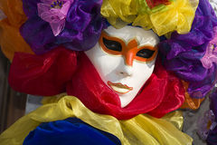 Masque dans le beau costume au carnaval à Venise Photo stock