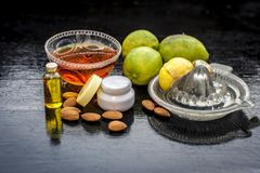 Masque de beauté de citron avec tous ses ingrédients images libres de droits
