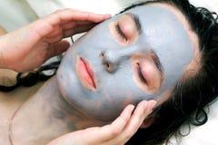 Masque de boue sur le visage Photographie stock libre de droits