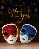 Masque de carnaval de vecteur avec le lettrage Invitation au carnaval avec le fond brillant coloré Image libre de droits