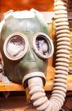 Masque de gaz militaire à la route de portobello images stock