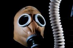 Masque de gaz militaire européen de vieux vintage avec le tuyau photo libre de droits