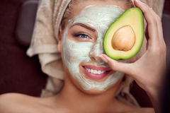 Masque de massage facial d'avocat Photographie stock