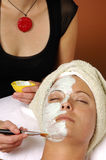 Masque de massage facial de beauté de station thermale Photos libres de droits