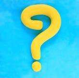 Masque de question effectué à partir de la sculpture en argile colorée Photos stock