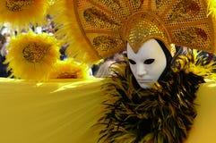 Masque en jaune Image libre de droits