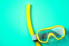 Masque et tube naviguants au schnorchel Image libre de droits