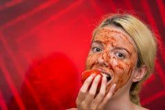 Masque fait maison de tomate et d'ail image libre de droits