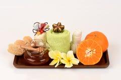 Masque protecteur avec l'orange et le miel pour lisser blanchir la peau et l'acné faciales photographie stock libre de droits