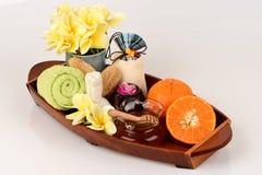 Masque protecteur avec l'orange et le miel pour lisser blanchir la peau et l'acné faciales photo stock