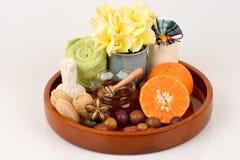Masque protecteur avec l'orange et le miel pour lisser blanchir la peau et l'acné faciales photos libres de droits