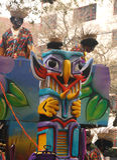 Masque sur l'avant de Zulu Mardi Gras Float images libres de droits