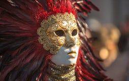 Masque vénitien traditionnel de costume de carnaval image libre de droits