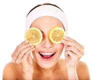 Masques faits maison normaux de massage facial de fruit. Image stock