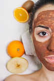 Masques faits maison normaux de massage facial de fruit Photo libre de droits