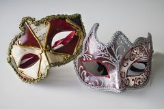 Masques vénitiens colorés typiques images libres de droits