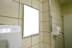 Masquez l'annonce dans la toilette publique Photo libre de droits