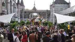 Mass av folk på det schweiziska nationella museet royaltyfri fotografi