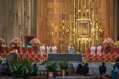 Mass inside the New Basilica of Guadalupe. VILLA OF GUADALUPE, MEXICO CITY, AUGUST 08, 2008 - Mass officiated inside the New Basilica of Guadalupe with an image stock photography