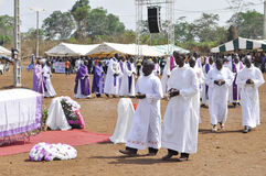 MASS OF REQUIEM OF THE MOTHER OF THE PRESIDENT LAURENT GBAGBO. Image of the priests of the Archdiocese of Gagnoa celebrating the mass of requiem of the mother of Stock Photo
