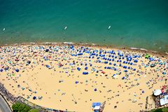 Free Mass Tourists At Oak Street Beach In Chicago, IL. USA Royalty Free Stock Images - 151433799