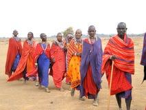 Massaï en tenue de fêtes images stock