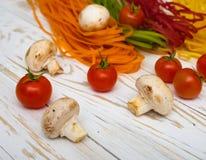 Massa colorida com vegetais Imagens de Stock