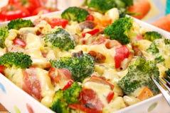 Massa com bróculos e cogumelos Imagem de Stock Royalty Free