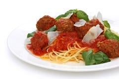 Massa com meatballs e molho de tomate Fotografia de Stock