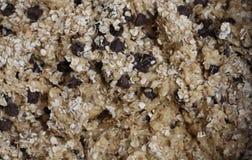 Massa crua dos pedaços de chocolate e da cookie de farinha de aveia Foto de Stock Royalty Free