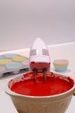 Massa de bolo de mistura Fotografia de Stock Royalty Free