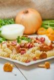 Massa de Fusilli com cogumelos e bacon Fotos de Stock