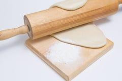 A massa de pão com rolo amassa Foto de Stock