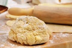 Massa de pão a cozer Foto de Stock