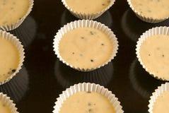 Massa de pão crua em queques Imagem de Stock Royalty Free